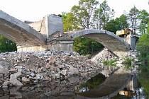 Zátavský most během rekonstrukce.