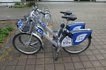 Sdílená kole v Písku budou v šedo-modré barvě.