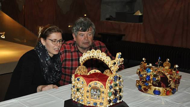 Repliky  korun Karla Lucemburského.