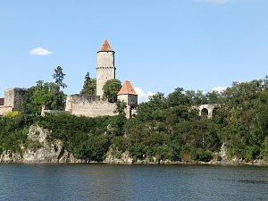Krásné pohledy z vody na hrad Zvíkov.