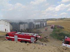 Požár skladu slámy v Drhovli