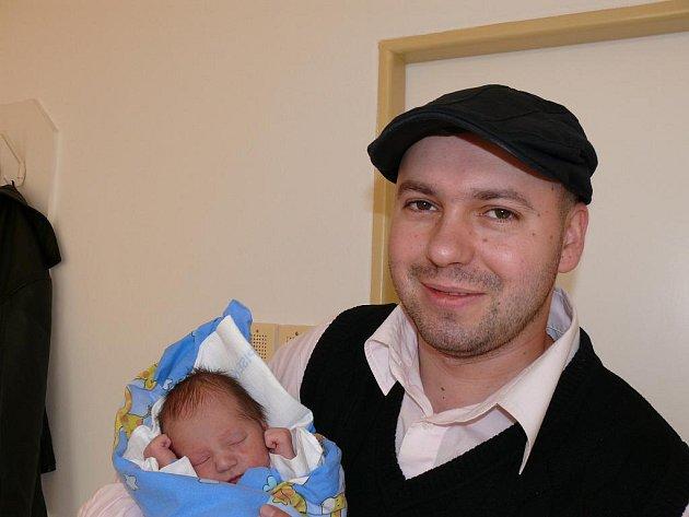 Adam Šálek, Zátaví, 26. 11. 2011 v 5.26 hodin, 2700 g, 48 cm.
