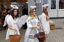 Devátá třída si zahrála roli Mikuláše, andělů a čertů.