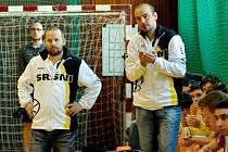 TRENÉŘI. Basketbalové Sršně Písek v první lize společně povedou Miroslav Janovský (vpravo) s Milanem Matějkou. Tým od Otavy si licenci na vyšší soutěž pronajmul od Nymburka.