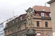 Havlíčkovu náměstí v Písku vévodí socha sv. Floriána.