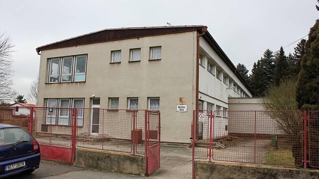 Jedna z budov školky v Mirovicích, kterou nahradí nová stavba.