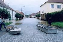 Město Písek prožilo jedno z nejtěžších období ve své historii. Bylo zatopeno 82 domů v majetku města a další domy a byty soukromých vlastníků.
