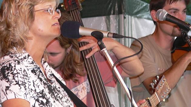 V programu u příležitosti předání ocenění Jihočeská vesnice roku 2007 vystoupí v Ražicích také Pavlína Jíšová (na snímku) s píseckým hudebníkem Pavlem Malinou.