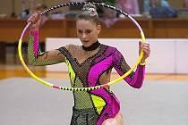 Písecká gymnastka Lada Karlová (na snímku při cvičení s obručí) vybojovala na mistrovství republiky ve Žďáru nad Sázavou v kategorii dorostenek velmi pěkné páté místo.