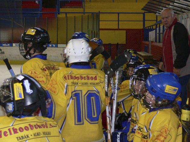 Trenér píseckých hokejových šesťáků a sedmáků Václav Šrámek byl s výkony svých svěřenců v zápasech proti pražské Kobře spokojen.