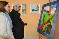 První výstavu Prácheňské umělecké besedy v novém ateliéru u Putimské  brány si v sobotu také prohlédli Edita Kučerová z odboru školství a kultury  MÚ Písek a  fotograf  Jaroslav Pech ze skupiny TeriFoto Sokola Písek.