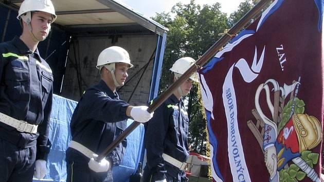 Nový prapor dostali čimeličtí hasiči ke 125. výročí založení SDH Čimelice.