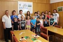 Setkání chyšecké hasičské mládeže se starostou obce Miroslavem Maksou.