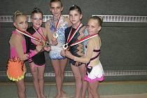 Na snímku po závodě v Pettenbachu jsou milevské gymnastky. Zleva stojí: Tereza Kutišová, Linda Laláková, Natálie Křížová, Natálie Kotašková a Sabina Kubíčková.