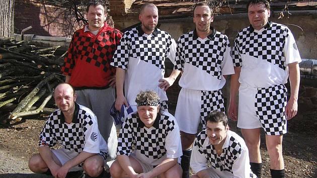 Na snímku jsou hráči týmu AFC Veselá Bída. O víkendu pokračují okresní soutěže ve futsalu-FIFA dalšími zápasy.