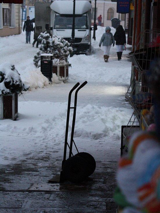 Sníh zasypal v noci na čtvrtek 17. ledna Písek