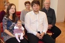 Eliška Hrychová s rodiči Magdalenou a Lukášem.