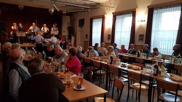 Setkání seniorů v Ražicích.