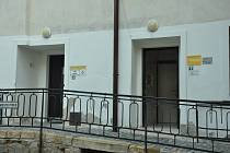 Veřejné toalety na nádvoří muzea v Písku
