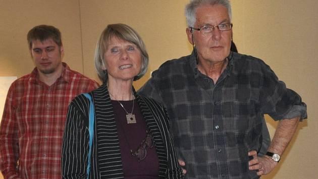 Jitka Roth a její manžel Miro na vernisáži  v Malé galerii písecké Sladovny.