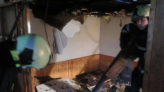 Požár chaty ve Vrcovicích u Písku.