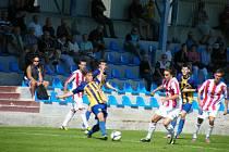5. kolo fotbalové divize: FC Písek - SK SENCO Doubravka 5:0 (2:0).