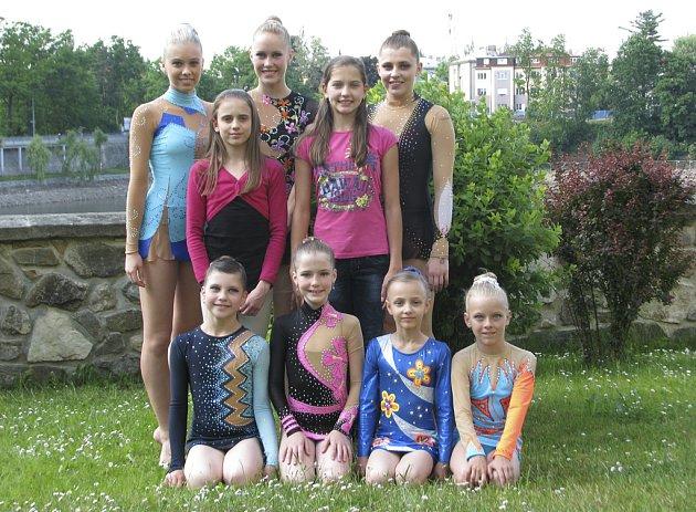 Na snímku z Tábora jsou moderní gymnastky klubu RG Proactive Milevsko. Klečící (zleva): Natálie Kotašková, Linda Laláková, Linda Houdová a Sabina Kubíčková. Stojící: Adriana Havlíková, Kristýna Souhradová a Ludmila Korytová. Uprostřed jsou: Natálie Křížov