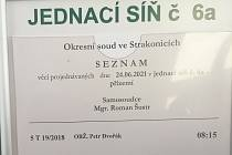 K alternativnímu trestu přistoupil strakonický soudce Roman Šustr v případě obžalovaného Petra D. Udělil mu 50 hodin obecně prospěšných prací.