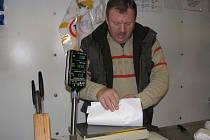 Miloslav Buřil jezdí s pojízdnou prodejnou zhruba  25 let.