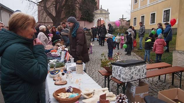 První adventní jarmark v Orlíku nad Vltavou.