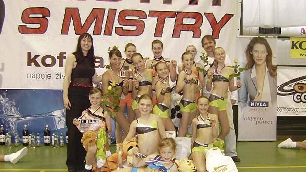 Na snímku jsou dívky klubu EDITA Sokol AK manželů Šťastných, které se v Liberci zúčastnily posledního závodu sezony, tentokrát ve sportovním aerobiku.