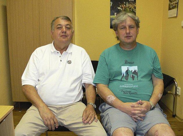 Na snímku jsou předseda oddílu házené TJ Sokol Písek Rudolf Žaba (vlevo) a sportovní manažer Michal Horák při rozhovoru pro Písecký deník.