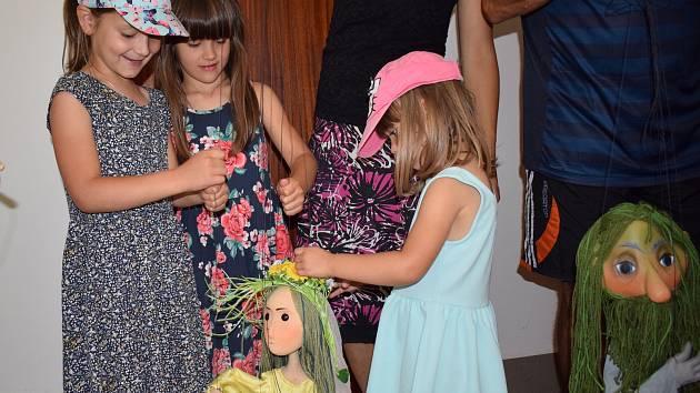 Pohádka O vodníkovi a víle Amálce potěšila děti v Milevsku.