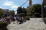 Náměstí E. Beneše v Milevsku se začíná plnit lidmi, kteří přišli na setkání s prezidentem Milošem Zemanem.