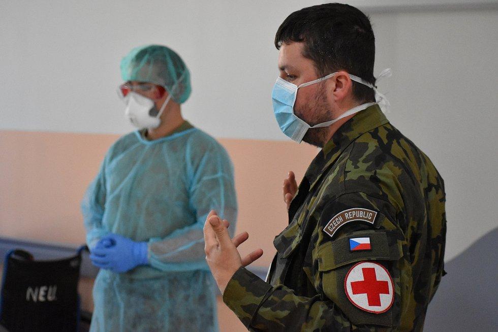 Armádní specialisté z Odboru biologické ochrany Těchonín navštívili píseckou nemocnici.