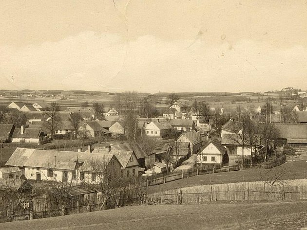 HREJKOVICE. Snímek obce pořízený po druhé světové válce.