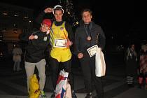 Vítězný Bouška (uprostřed), vlevo je druhý David Politzek a vpravo třetí Jaromír Habada
