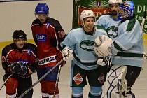 MILEVSKO PROŽILO VÍTĚZNÉ GENERÁLKU. Hokejisté Milevska porazili Strakonice na jejich ledě 6:2.