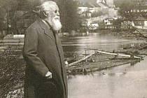 Otakar Ševčík při procházce Pískem.