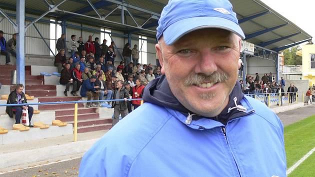 Eduard Poustka, masér české fotbalové reprezentace a prvoligového týmu FK Teplice, kolem sebe stále šíří dobrou náladu.