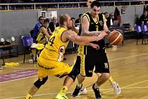 Jihočeské derby skončilo výhrou basketbalistů Jindřichova Hradce 101:80.