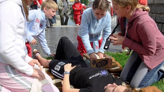 Ze soutěže Hlídek mladých zdravotníků.