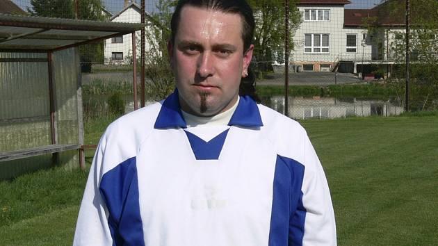 Ladislav Dvořák přispěl jedním gólem k vítězství mužstva Sokola Hrazánky v utkání okresní fotbalové III. třídy v Oslově v poměru 0:3.