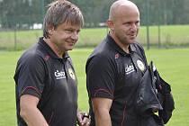 Po utkání třetí fotbalové ligy FC Slovan Liberec B - FC Písek (2:4) byli trenér hostujícího mužstva Karel Musil (vlevo) a jeho asistent Jaroslav Kostka s výhrou a ziskem tří bodů velice spokojeni.