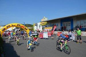 Galaxy CYKLOŠVEC Stevens závod dětí na kolech i koloběžkách.