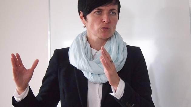 Lenka Bradáčová.