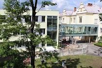 Nový pavilon už je spojen koridorem s nemocnicí.