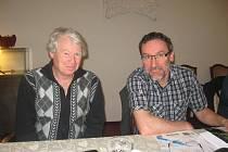 Delegáti. Vlevo je zástupce TJ Chyšky Josef Fuka, vpravo milevský Pavel Fleischmann.
