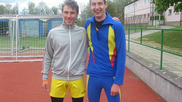Zleva: Patrik Bouška - 1. junior a Štěpán Pokorný - 1. dorostenec.