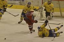 V sobotu sehrají hokejisté IHC Písek na svém ledě další utkání 1. ligy - skupiny o baráž, tentokrát s Mostem (17.30). Náš snímek je z nedávného utkání Písku s Havlíčkovým Brodem.
